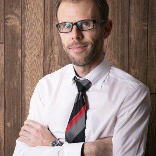 dr. Vasvári Gergely